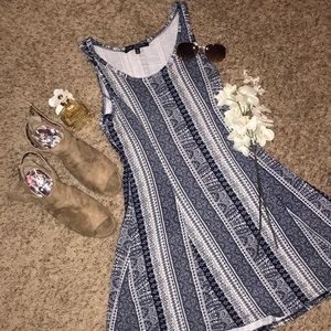 Dresses & Skirts - Pretty blue and white patterned dress!